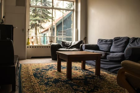 Quiet place close to the city centre-10 min to 013 - Tilburg - Hus