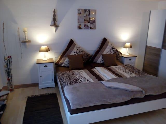 Gemütliches  Zimmer in ruhiger Lage - Rüdesheim am Rhein - Casa