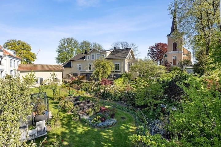Koselig leilighet med nydelig hage i gamlebyen