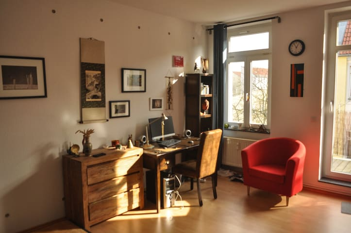 Cozy big room with balcony in Friedrichshain