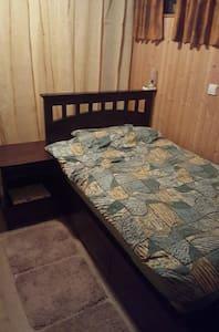 Kleines Zimmer zum Übernachten - Eisenberg (Pfalz)