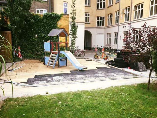Artist flat in hip Vesterbro close to main station