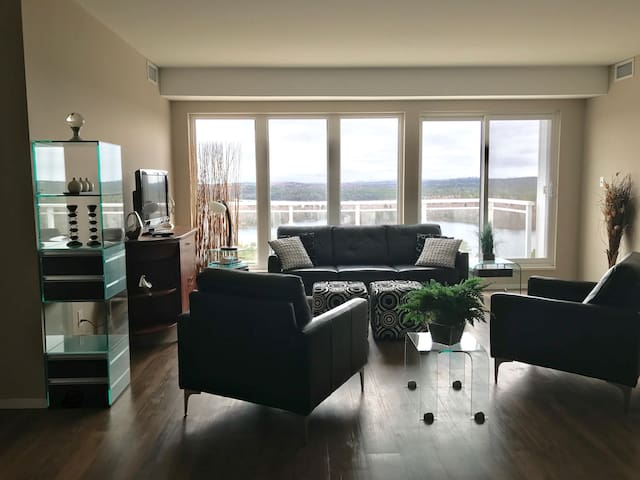 Lake View Apartment - 2 Bedroom - Halifax - Lejlighed