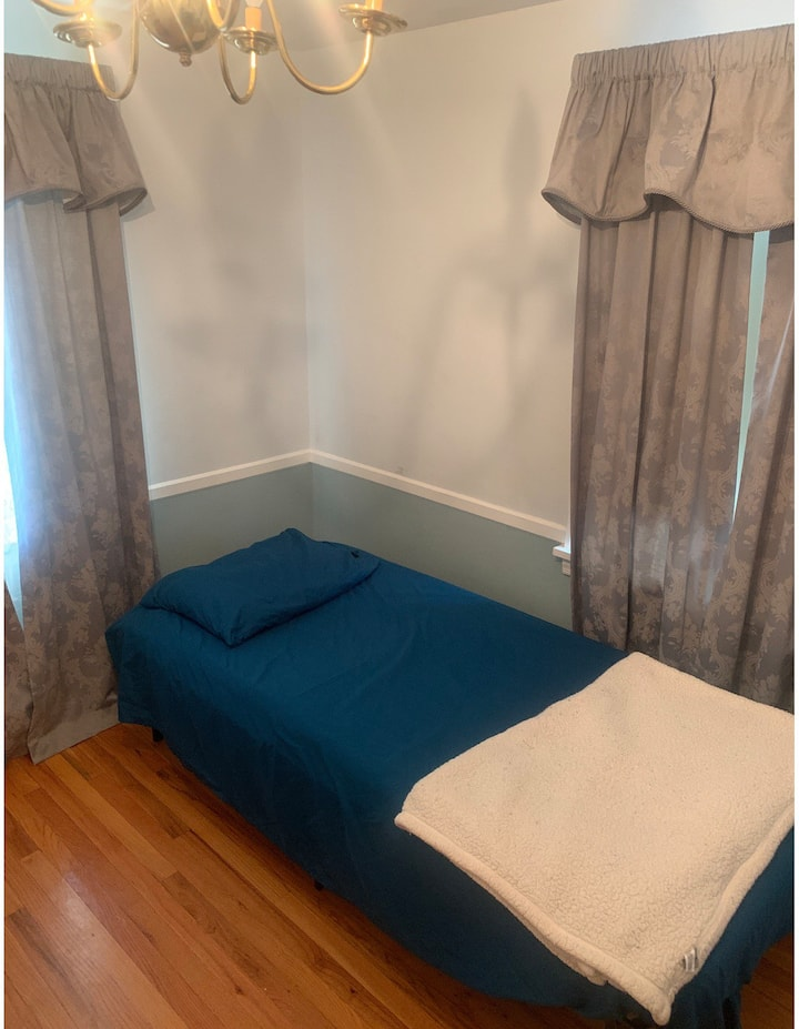 Nice Bright Room In University Area