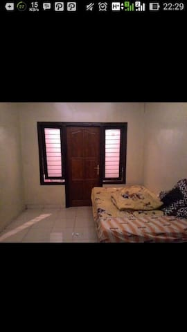 Quite private room - Surakarta - House