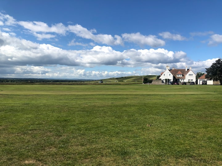 Gullane apartment: one swing away from great golf