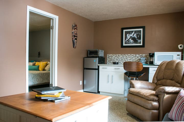 Spacious 1 bedroom basement apartment in Sandy - Sandy - Pis