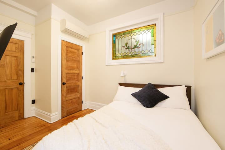 Luxury Private Bedroom in Williamsburg Madison