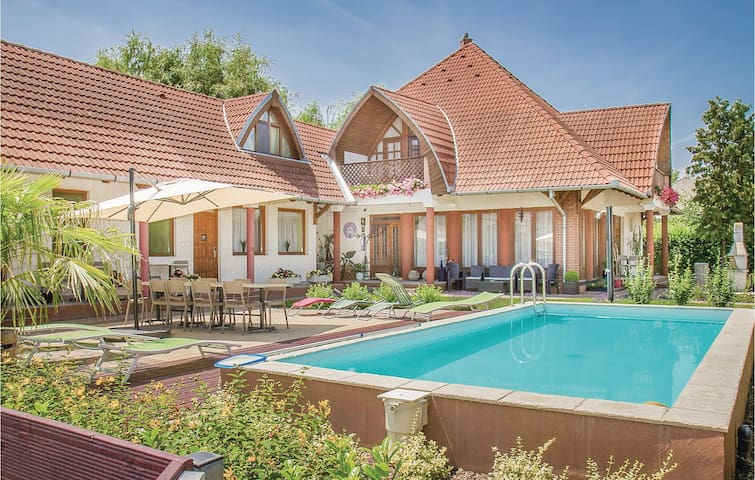Holiday apartment with 1 bedroom on 80m² in Balatonkeresztúr