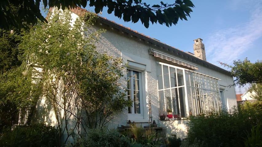Chambre privée dans maison de ville - Orléans - House