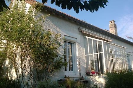 Chambre privée dans maison de ville - Orléans