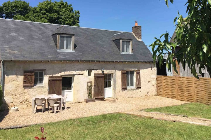 Rural Cottage with Pool between Tours and  Le Mans