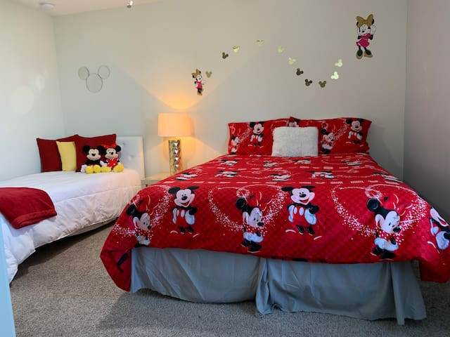 Comfortable Mickey's room!Queen bed + Twin bed