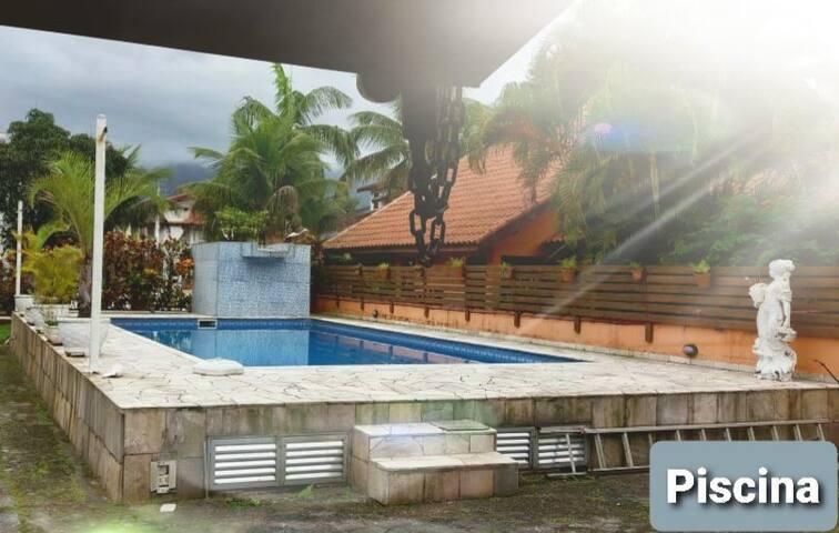 Casa com piscina no Cond. Morada da Praia Boraceia
