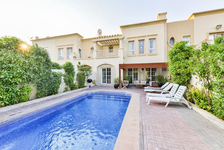 4 Bed Villa, Private Pool, 8mins to Beach - D