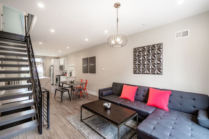 Stylish 4BD Townhouse with Private Roof Deck