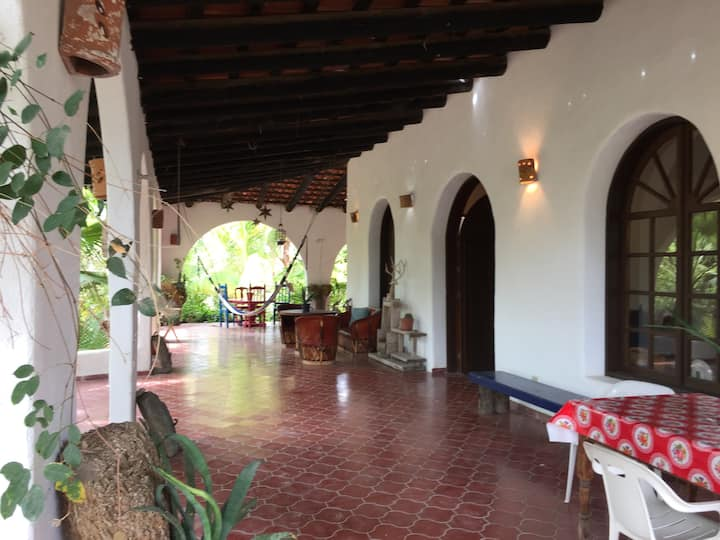 El Iguanero, casa estilo hacienda