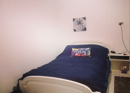 Single room with a cool shared area(FEMALES ONLY)