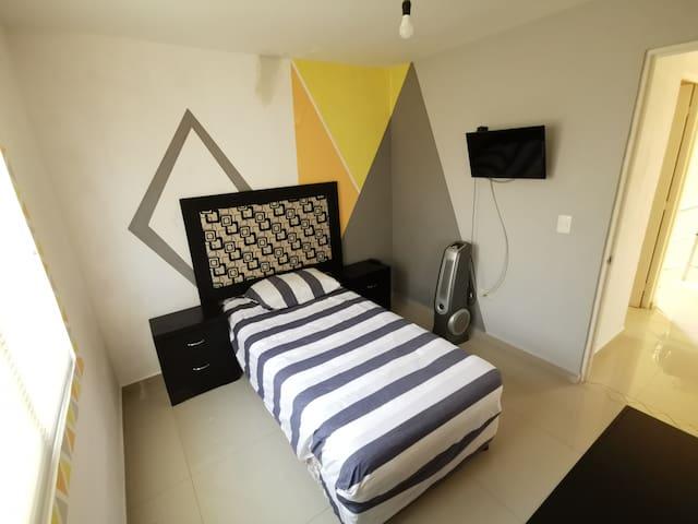 Confortable Habitación con seguridad y alberca.