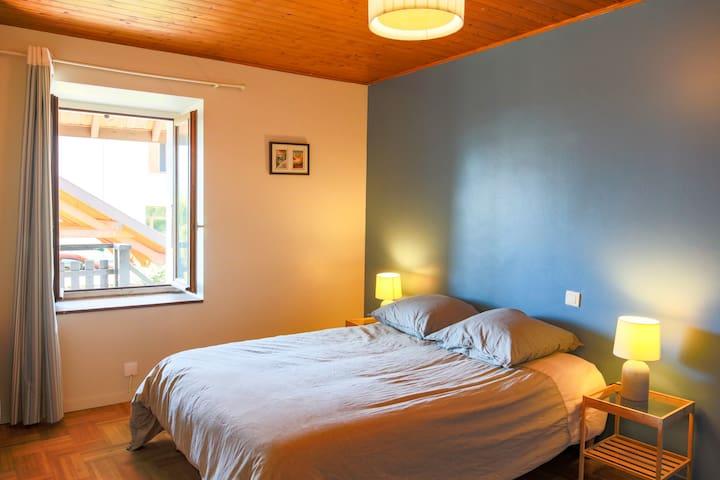 1ère chambre double - on peut y rajouter le lit d'appoint