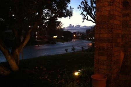 Beautiful quiet room in a villa - Laguna Hills - Dom