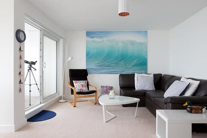 Beachfront apartment with stunning sea views