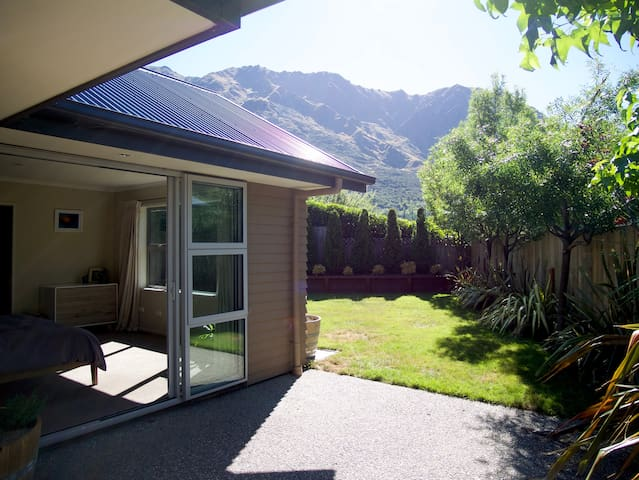 Private Spacious Ensuite room with Mountain views
