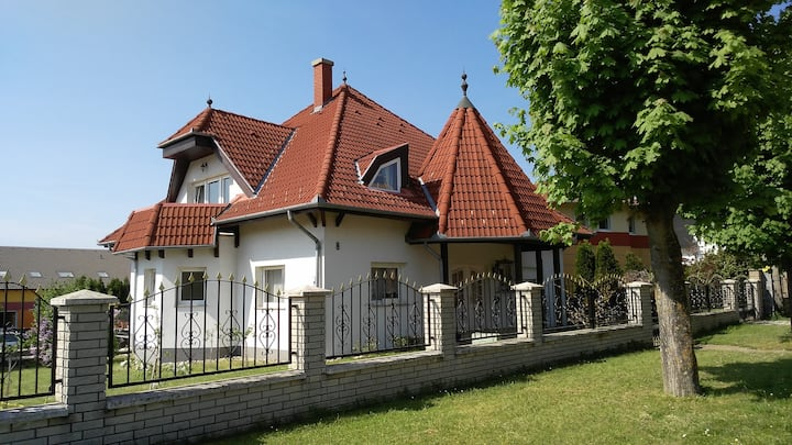 Balaton White House (private housing)