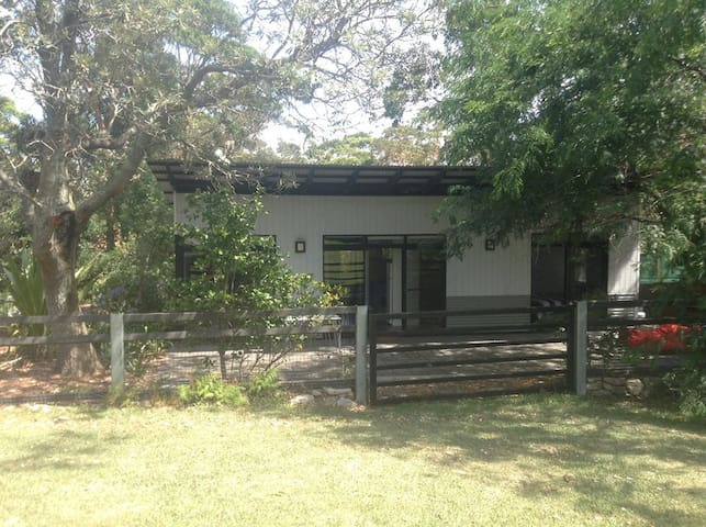 Quaint, cosy, peaceful 2brm house at Stanwell Tops