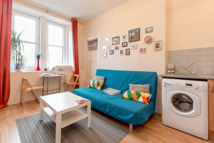Quiet, bright apartment with free parking space!