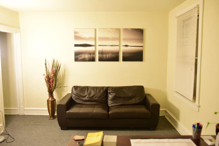 One Bedroom Apt w/Bonus Office Space in Lawncrest - Philadelphia - Daire