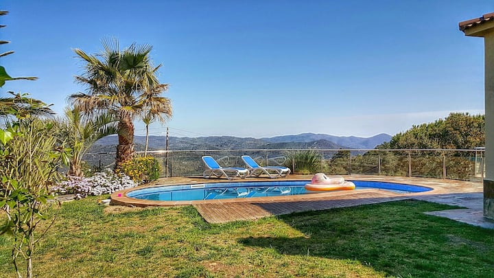 Villa Rosseles - mountain views, air conditioning, private pool, barbecue