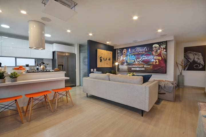 Living room with TV projector screen. Netflix, DirecTV (NFL package, 11 HBO/Cinemax movie channels)