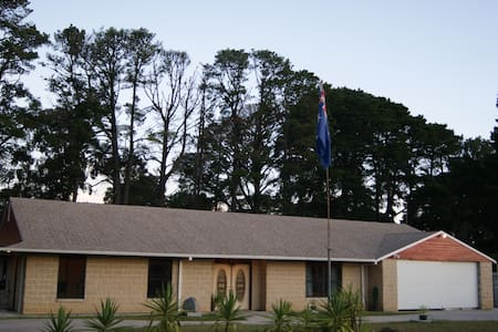 Birdswood Retreat Bed & Breakfast - Platinum Room - Langwarrin South - Aamiaismajoitus