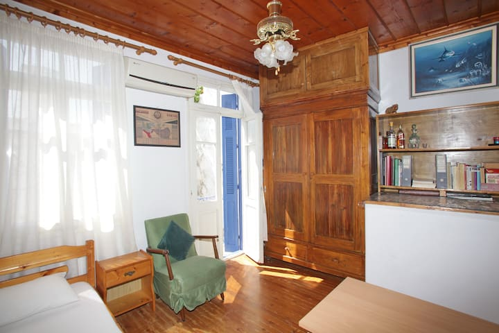 Nirvana 13, a quite house in city's centre ! - Skopelos - Hus