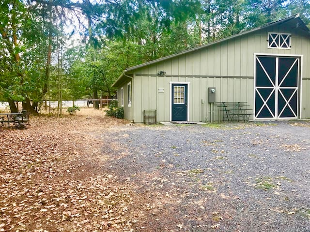 Country Retreat in Applegate Valley & Theater Room