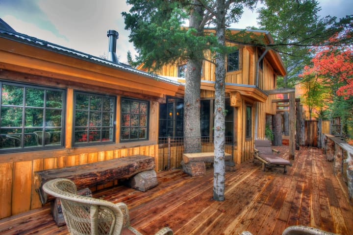 Owl Spirit- Luxury Hideaway, Spectacular Views, Hot Tub, Fireplace