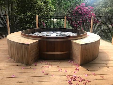 Beautiful Hot tub - 2 Bedroom Apartment