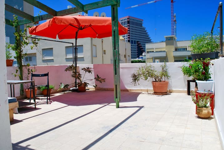 Private Rooftop Terrace / Beach Front /City Center - Tel Aviv-Yafo - Leilighet