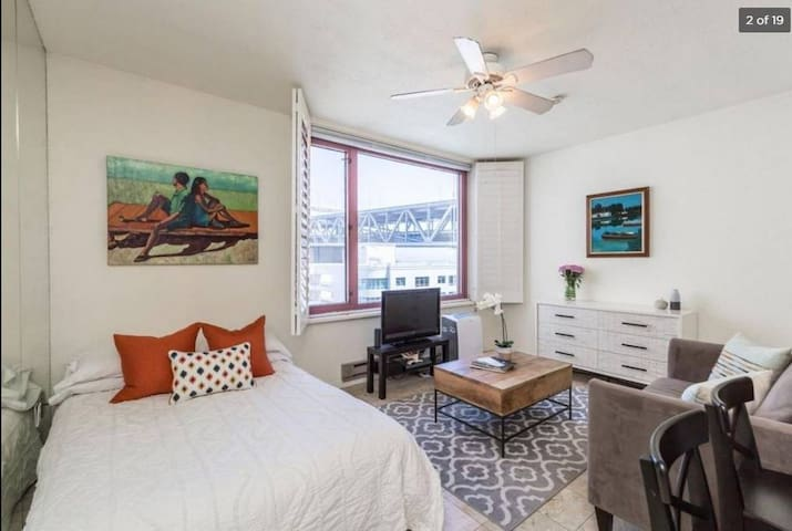 Cute Studio with Views of the Bay Bridge