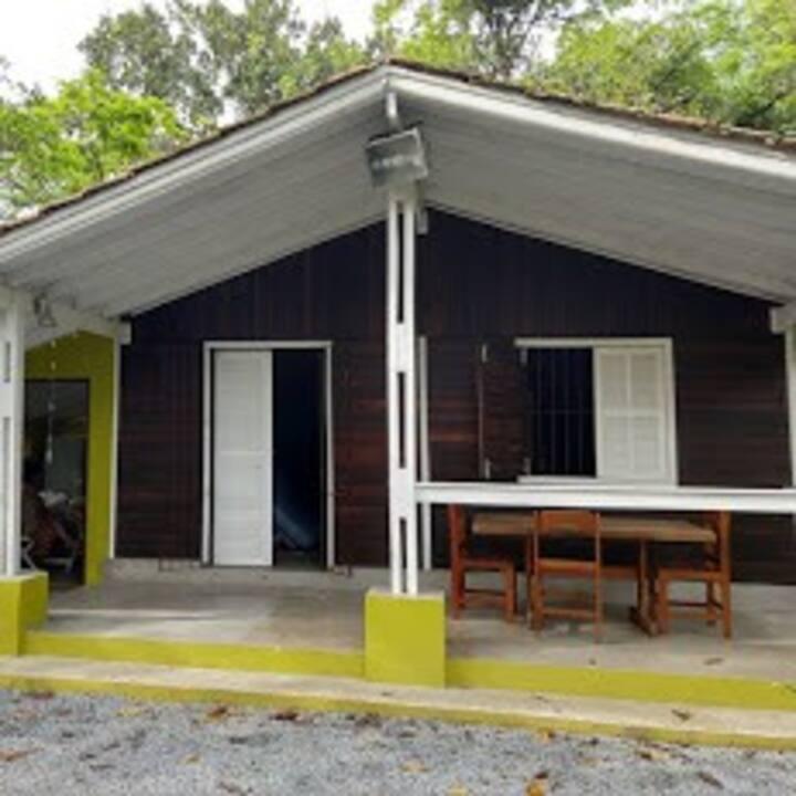 Casa a 300 metros da praia de Juquei/São Sebastião