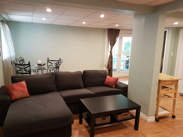 Cute Basement Suite, Minutes on Foot to Balm Beach