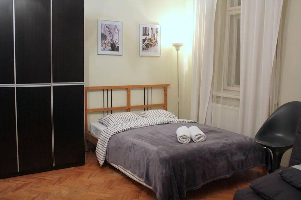 salon - łóżko podwójne - a living room - double bed