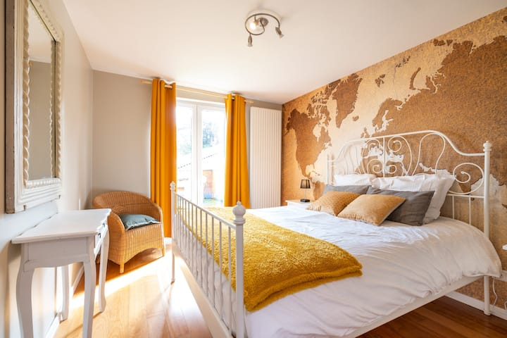 Private room w. sunny terrace & bathroom