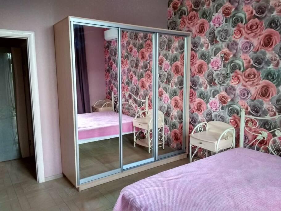 спальня с кроватью 160/200
