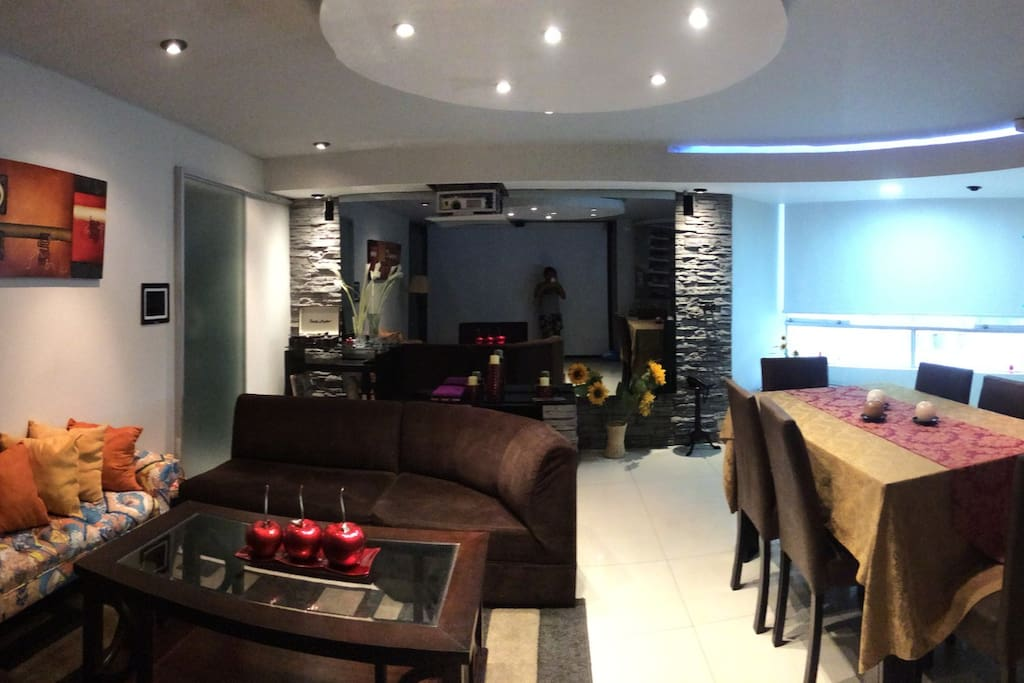 Beautiful and smart Family  and dinning room ;movie system.