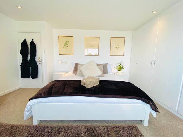 Beautiful Kingsize room, with Luxury en-suite
