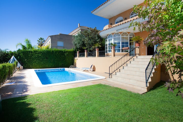 Spacious villa with private swimming pool