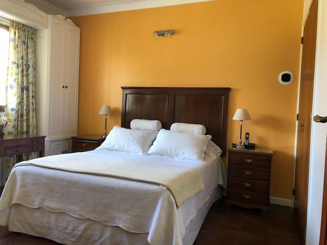 Dormitorio Principal Cama Matrimonial Queen - planta baja