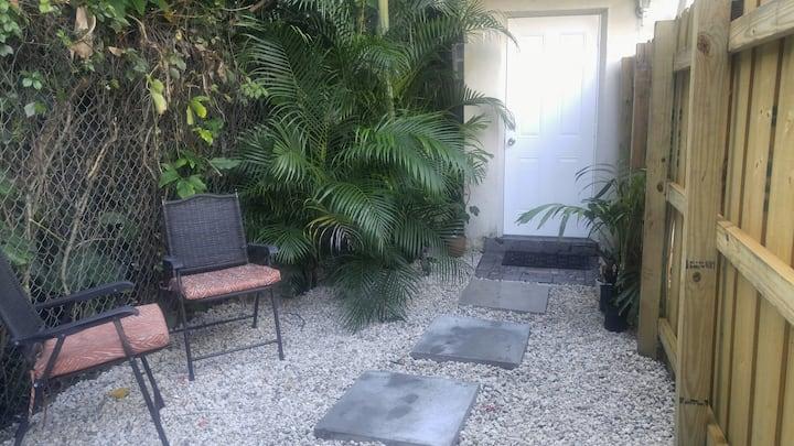 Cozy Coconut Grove Studio- Best location!